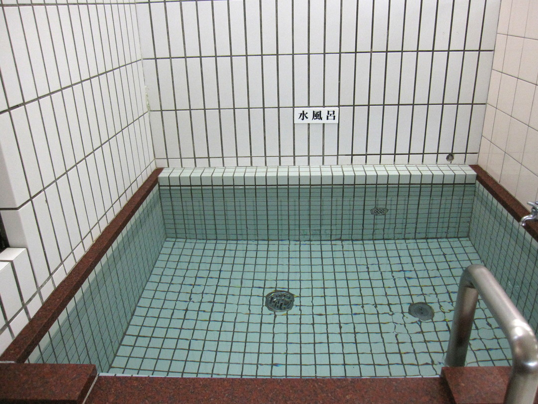 鳴海温泉の施設の様子